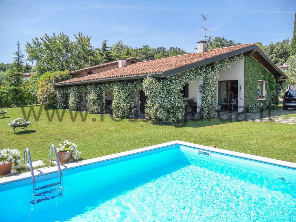 San Felice del Benaco, Vista Lago VILLA SU UNICO PIANO con piscina in vendita