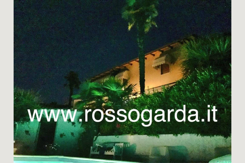 facciata villa vista panoramica Soiano in notturna