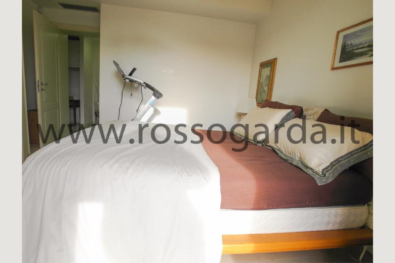 Camera doppia di attico in vendita a Desenzano d/G