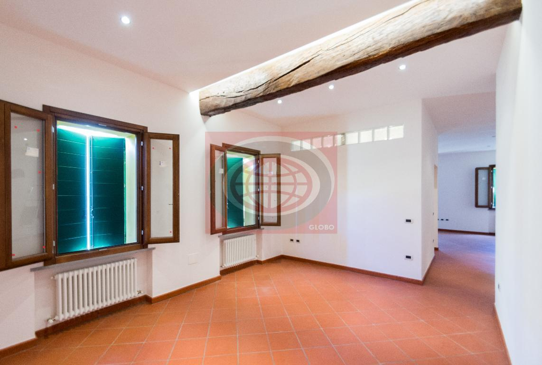 Cesena, in centro città appartamento COME NUOVO con cantina