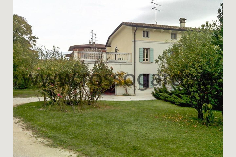 Facciata di villa con piscina vendita a Pozzolengo