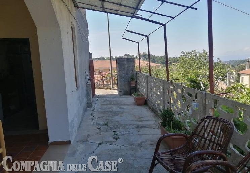 Sant'elia, ampio appartamento al piano terra con giardino