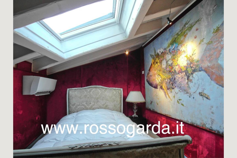 Attico vista lago Desenzano vendita camera 2