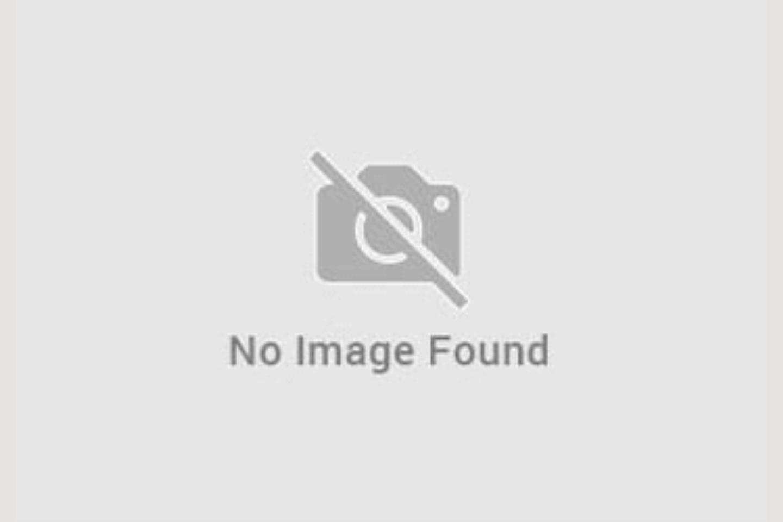 facciata di villa con piscina Manerba vendita