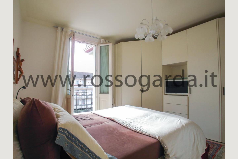 Camera con terrazzo di attico in vendita Desenzano
