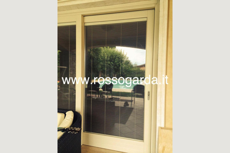 vetrata villa con piscina Manerba vendita