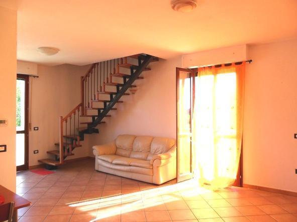 Vendita di un appartamento in ottimo stato a Bertinoro, con due camere da letto, due bagni e posto auto